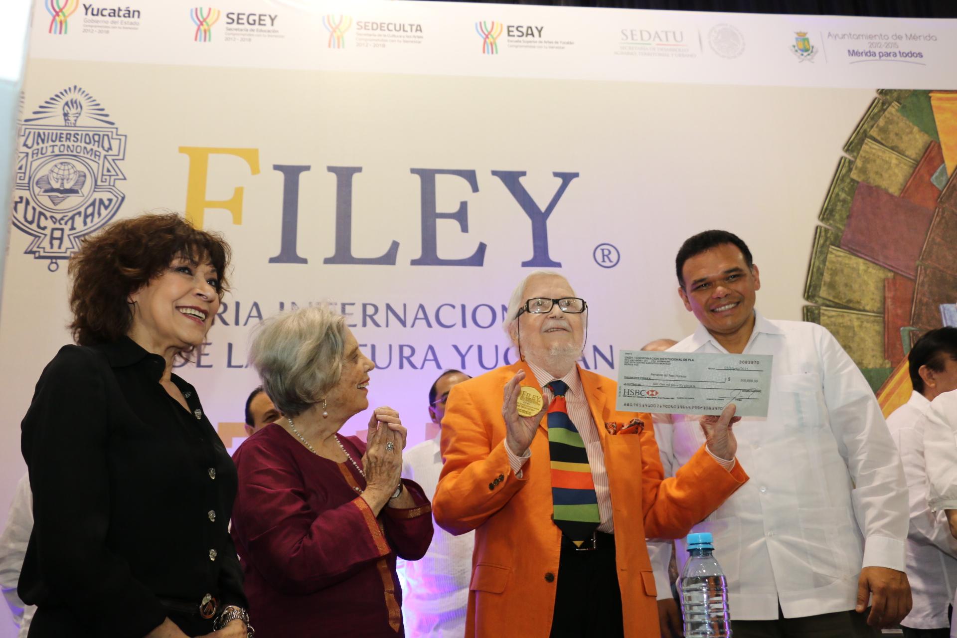 Fernando del Paso Morante recipiendario del Premio Excelencia en las Letras,