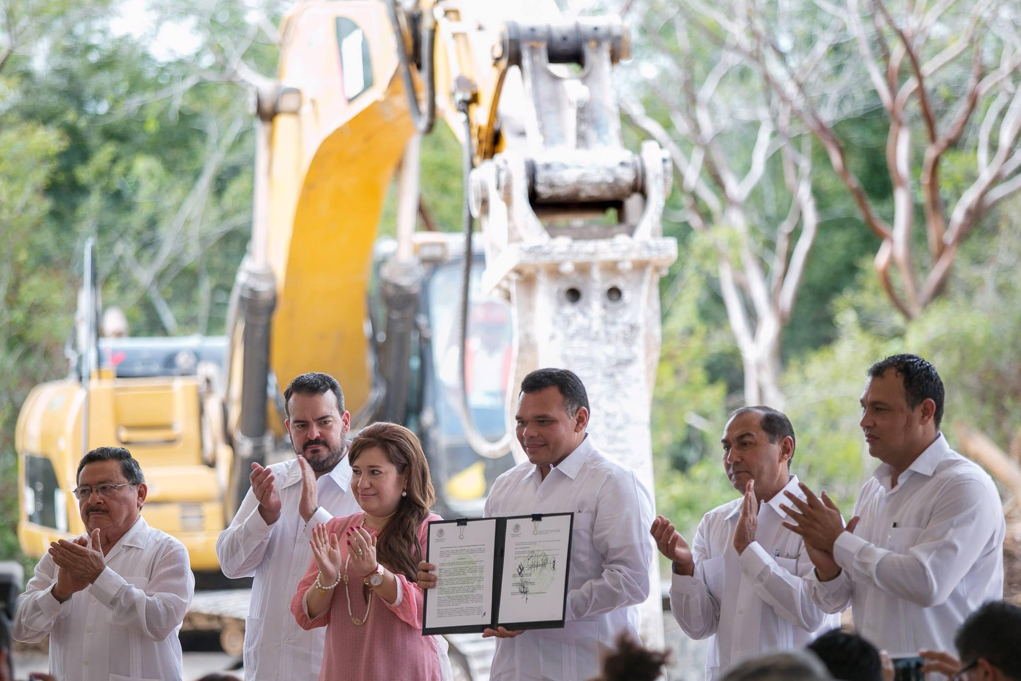 El Gobernador Rolando Zapata Bello firma el decreto de creación de la institución