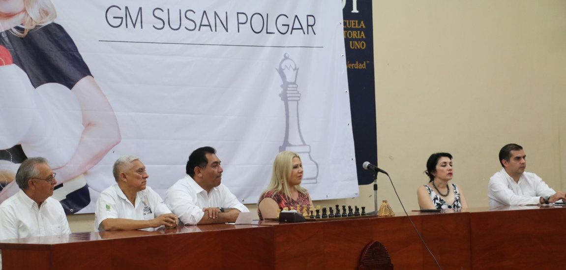 Susan Polgar comparte experiencias con jóvenes yucatecos