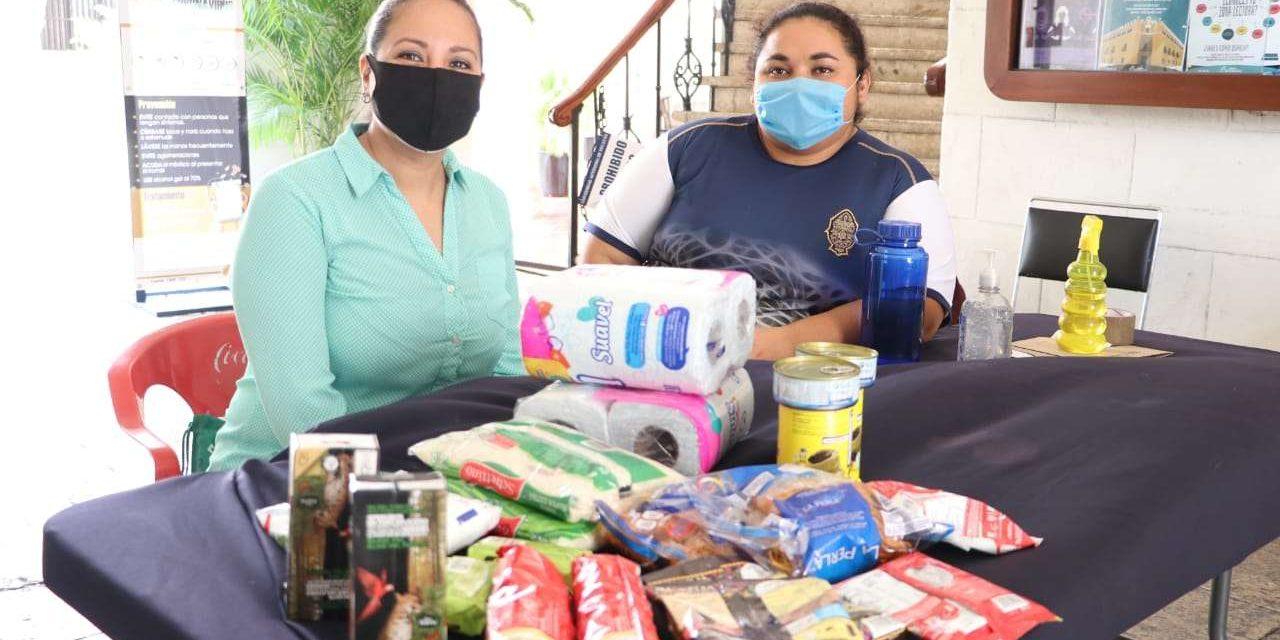 Sociedad yucateca y comunidad universitaria benefician a 233 familias con despensas